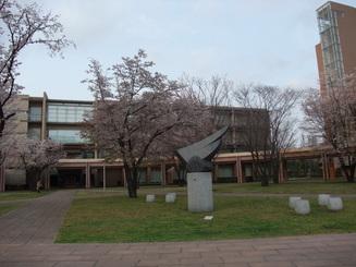 キャンパスを歩く_b0183063_15343282.jpg