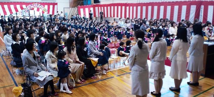 幼稚園も入園式_d0136506_1103098.jpg