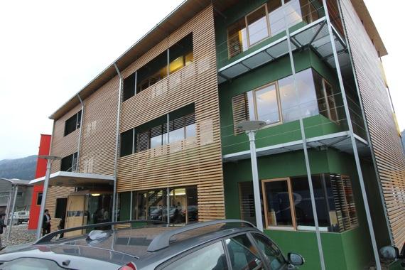 '10オーストリア・スイスのパッシブハウス・木造多層階研修10 KLH社1_e0054299_1725751.jpg