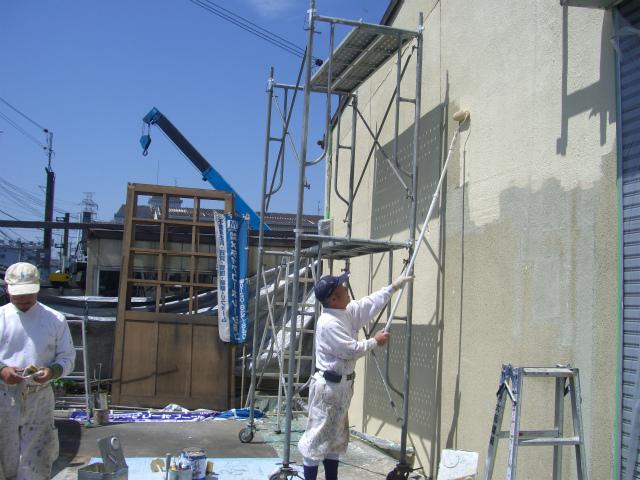 外の壁塗ってくれました!_a0164918_0253762.jpg