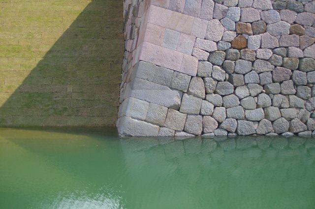 水を湛えたいもり堀(金沢)_d0043136_1841349.jpg