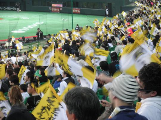 今日はホークスのファン全員に応援フラッグが配られた。和田も出足こそ何時も... 行けるとこまで