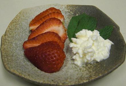 イチゴはやっぱり...フェタかな...。_c0119140_14165654.jpg