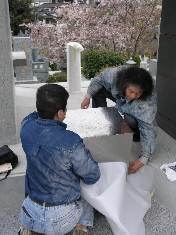 竣工間近!福岡市平尾霊園で新しいお墓のデザインです。_f0236475_7401066.jpg