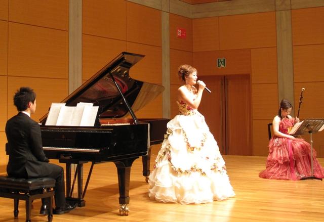 在日中国人女性芸術家秦琴さん 東京でコンサート開催_d0027795_158759.jpg