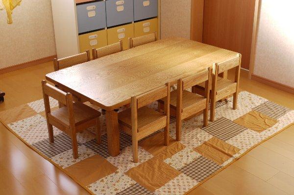 保育園のテーブルと椅子_c0138410_18314281.jpg