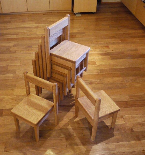 保育園のテーブルと椅子_c0138410_18321660.jpg