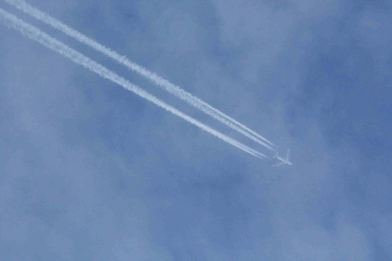世界のケムトレイル機2&ついにケムタンカーの居場所を突き止めたゾ!?_e0171614_12455970.jpg