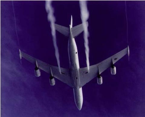 世界のケムトレイル機2&ついにケムタンカーの居場所を突き止めたゾ!?_e0171614_12462538.jpg