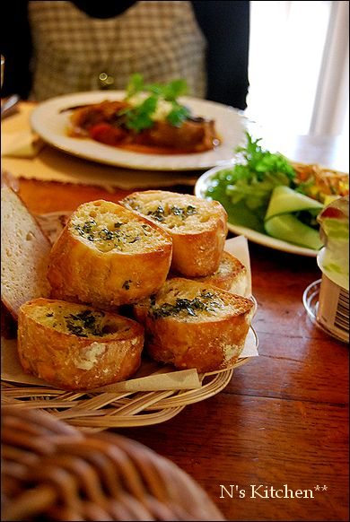 久しぶりにパンなど焼いておもてなし_a0105872_1636355.jpg