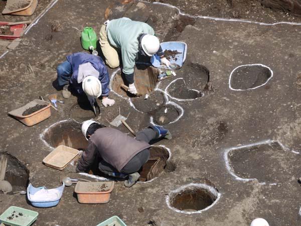 遺跡発掘?_b0074818_2224137.jpg