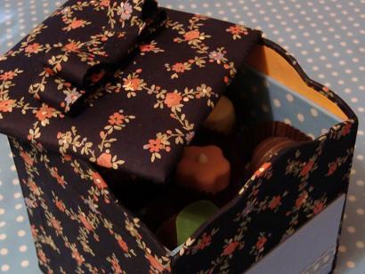お菓子の箱とビスキュイ・チーズクリームロール_f0214388_21283914.jpg