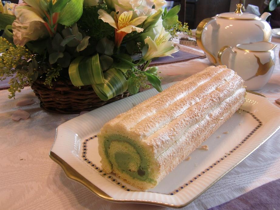 お菓子の箱とビスキュイ・チーズクリームロール_f0214388_21322144.jpg