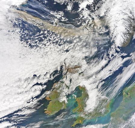 アイスランド火山噴火:飛行機が飛ばない火山灰の行方、現地洪水の爪痕_c0003620_2242583.jpg