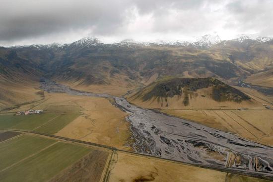 アイスランド火山噴火:飛行機が飛ばない火山灰の行方、現地洪水の爪痕_c0003620_2245289.jpg