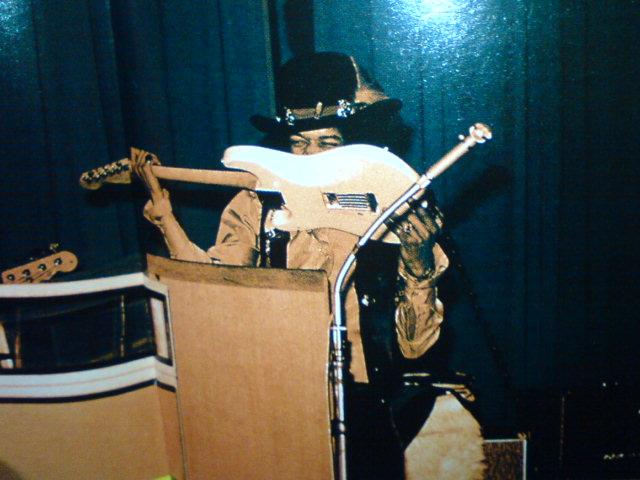 BBC SESSIONS / The Jimi Hendrix Experience_c0104445_23362771.jpg