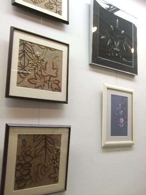 オークリーフ(刺繍展の装飾)_f0049672_17582065.jpg