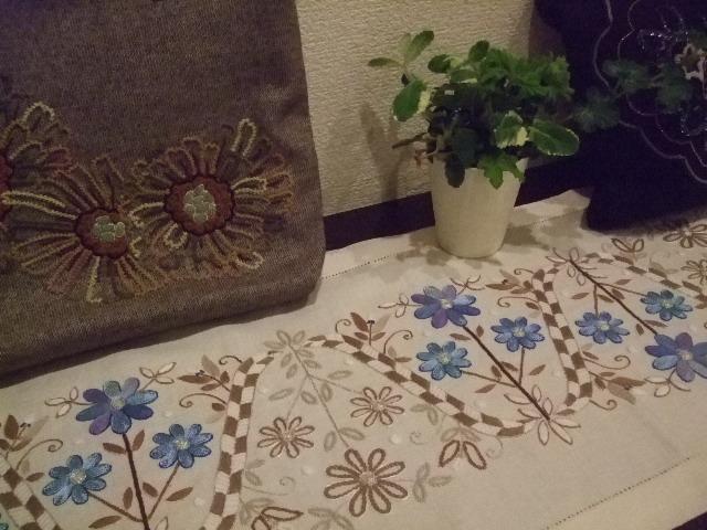 オークリーフ(刺繍展の装飾)_f0049672_1759352.jpg