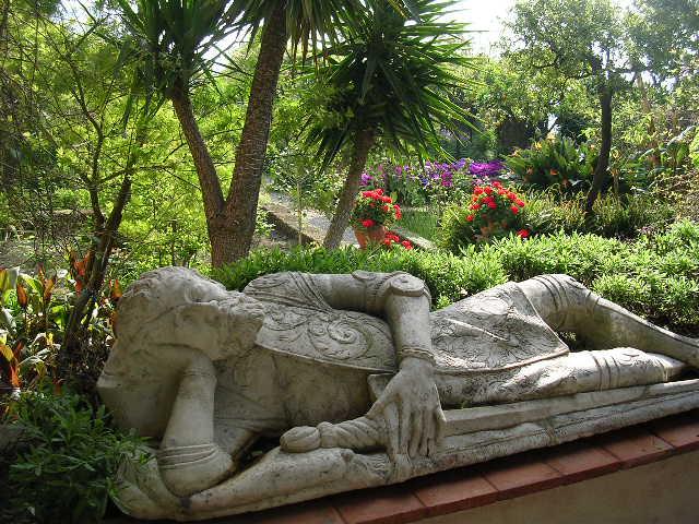 イタリア旅⑥⑦4月10,11日、タオルミーナ、チェファル観光_f0060461_13125318.jpg