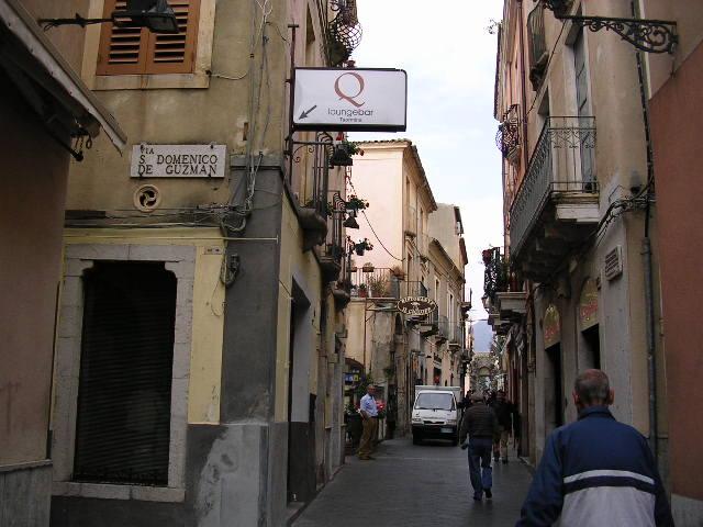 イタリア旅⑥⑦4月10,11日、タオルミーナ、チェファル観光_f0060461_13294928.jpg