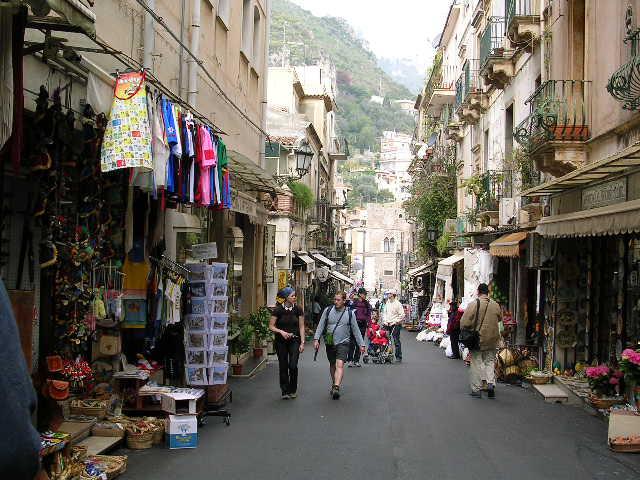 イタリア旅⑥⑦4月10,11日、タオルミーナ、チェファル観光_f0060461_1337598.jpg