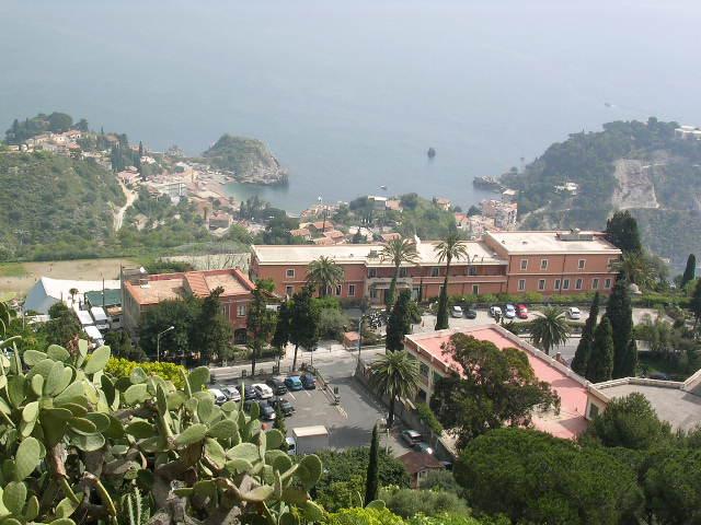 イタリア旅⑥⑦4月10,11日、タオルミーナ、チェファル観光_f0060461_1351582.jpg