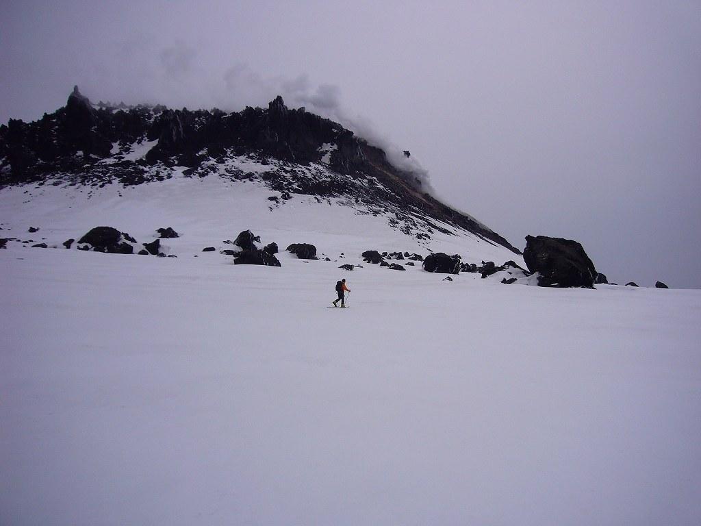 4月17日、樽前山と多峰古峰山をつなぐ_f0138096_20455779.jpg