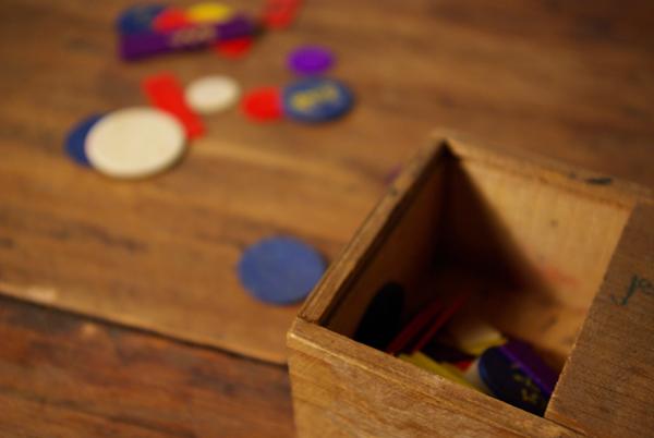 チップ入りの小さな木箱_f0146547_1216112.jpg