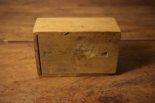 チップ入りの小さな木箱_f0146547_1216136.jpg