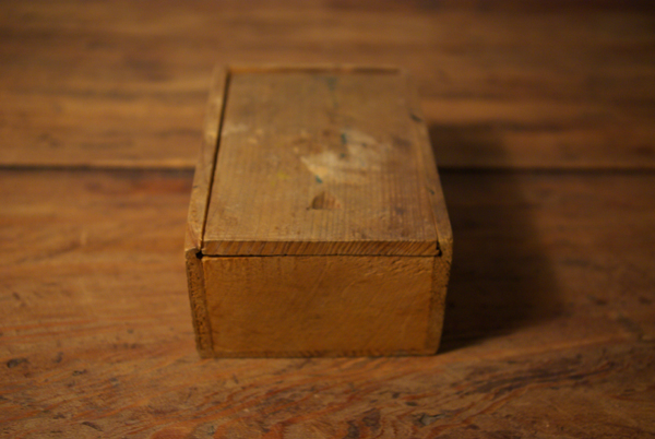 チップ入りの小さな木箱_f0146547_12162792.jpg