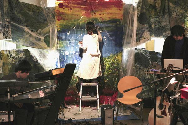 音と絵の即興パフォーマンス!  10住宅空間 水野行偉ケンチク展2010_b0151262_20102921.jpg