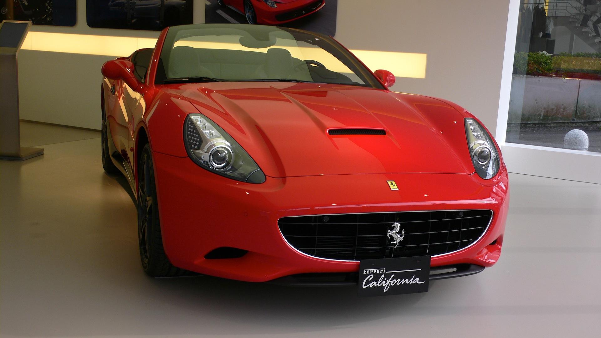 Ferrari rosso scuderia_e0189465_1705850.jpg