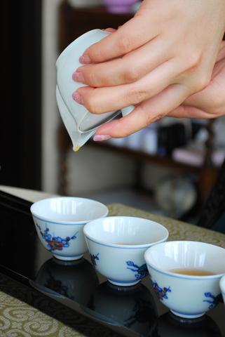 春の香りを楽しむお茶会_a0135489_0533993.jpg