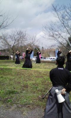 桜の蕾の下で演武_f0168392_2121724.jpg