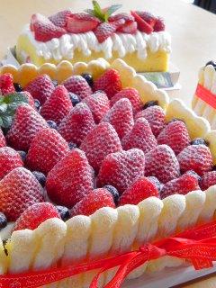 HAPPY BIRTHDAY!・・・シャルロット風ガトー・フレーズ。_f0177295_9461436.jpg