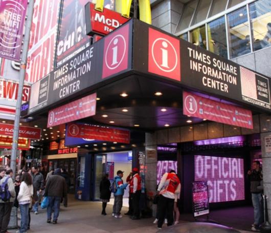 タイムズ・スクエアの情報センターが新しくなってます_b0007805_22571618.jpg