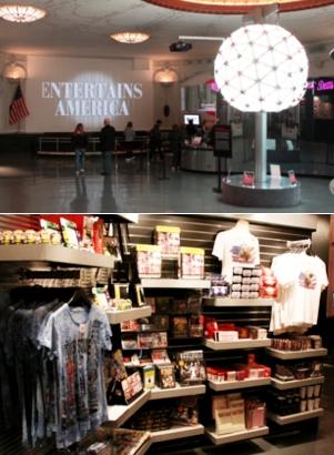 タイムズ・スクエアの情報センターが新しくなってます_b0007805_22573652.jpg