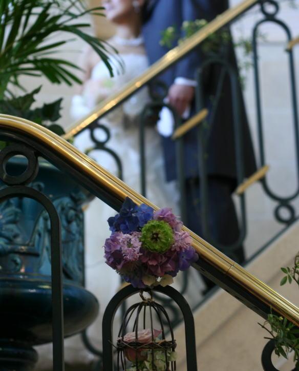 シェ松尾天王洲倶楽部様の装花 階段 モッコウバラとトリカゴ_a0042928_2225515.jpg