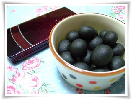 食べる木炭(ピーナツ豆)