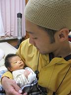 赤ちゃんのいる生活(パパが来た)_a0046305_1330229.jpg