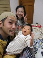 赤ちゃんのいる生活(パパが来た)_a0046305_15575857.jpg