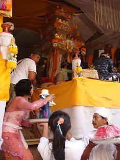 ロラスの儀式 ペタの中では_a0120328_147541.jpg