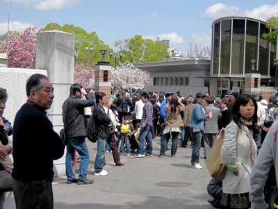 今年の「造幣局桜の通り抜け」♪_d0136282_19455245.jpg