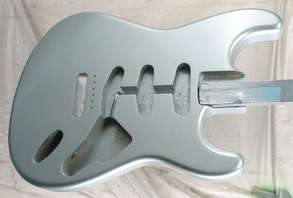 「Ice Blue Metallic」の「Traditionalcaster」を製作中!_e0053731_20103514.jpg