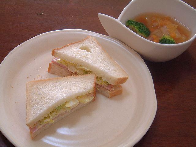角食! で、サンドイッチ!コロッケサンド!_a0165538_9424274.jpg