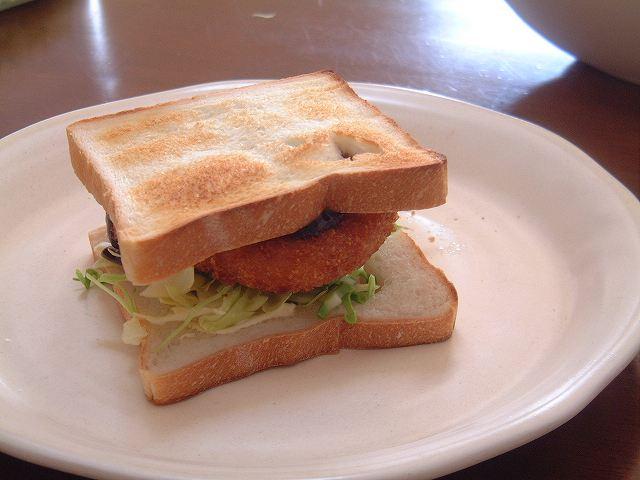 角食! で、サンドイッチ!コロッケサンド!_a0165538_9442339.jpg