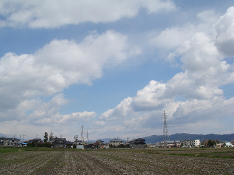 連休前の安曇野の空は_a0014840_20313171.jpg