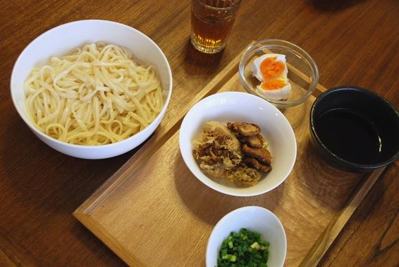 休日のお昼は麺類で_c0167264_15455845.jpg