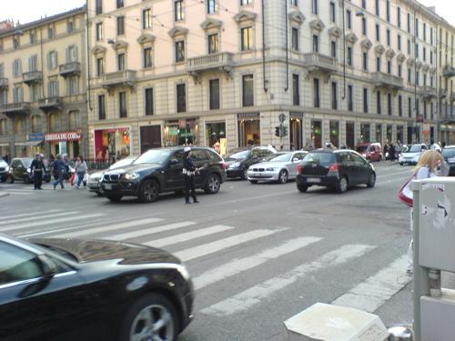 ミラノの交差点にて_c0061896_19565550.jpg