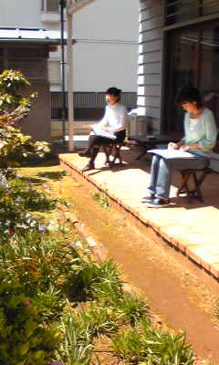 本日は庭でスケッチレッスン☆_c0131063_11344091.jpg
